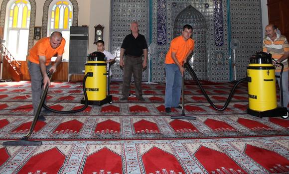 Camii Temizliği